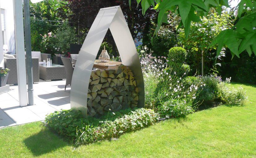 Terrasse - Moderne Gartendeko aus Edelstahl für Brennholz