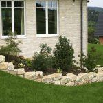 Neugestaltung Hanggarten Main-Kinzig-Kreis | Mauern aus Naturstein mit Staudenbeeten und Rasenflächen | Gartendesign Blum - Scherer, Bruchköbel | Planungsbüro