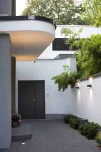 Eingangsbereich mit moderner Beleuchtung