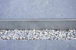 Rinnit Trittplatte mit Einfassung aus Edelstahl