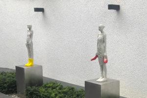 Kunst im Garten | Skulptur auf Block aus Edelstahl